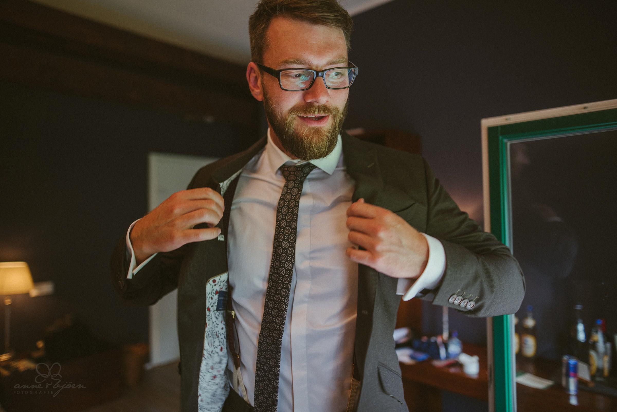 getting ready, Schlips, Brille, Anzug, fertig machen, Bräutigam