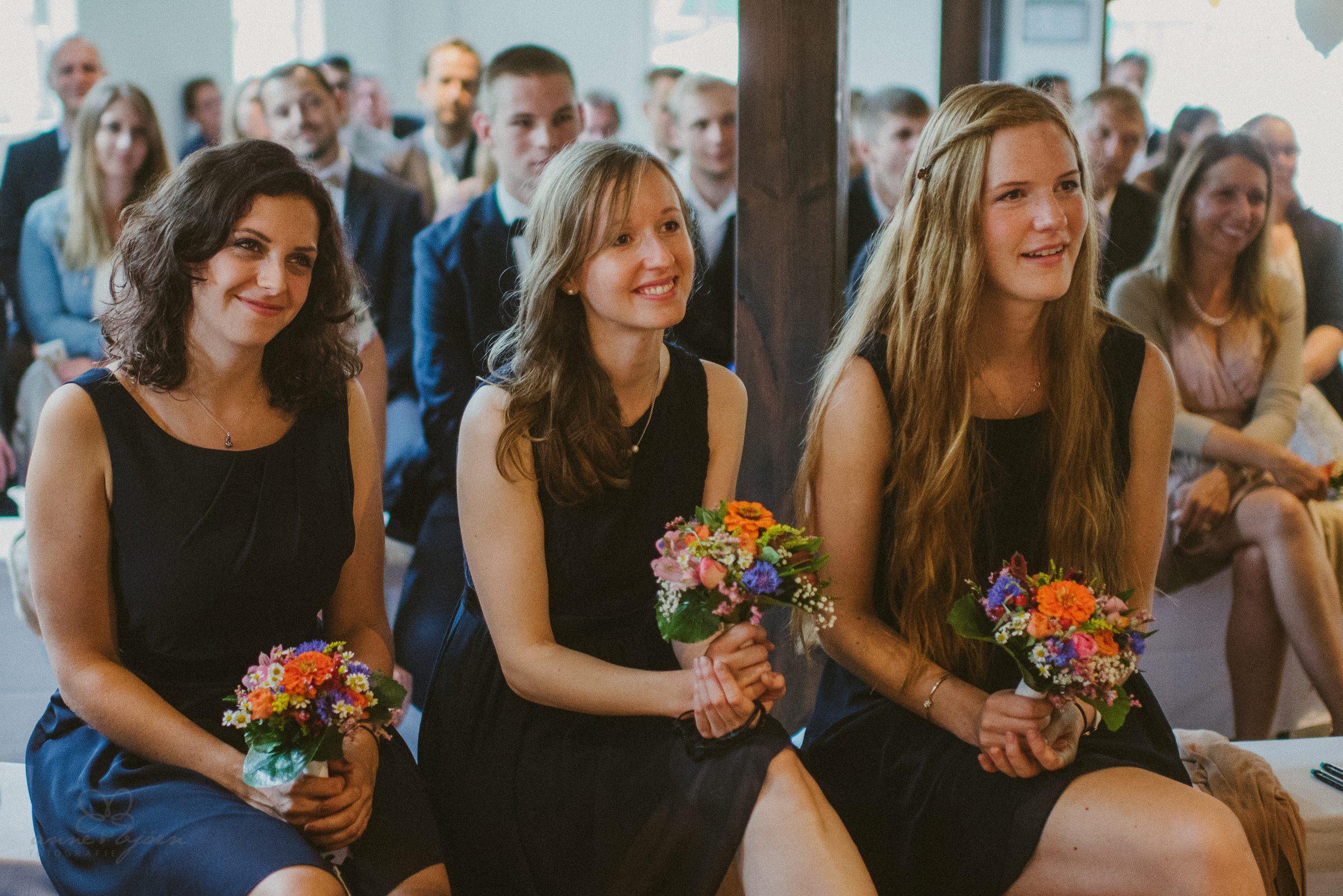 Brautjungfern, Trauzeugin, Blumen