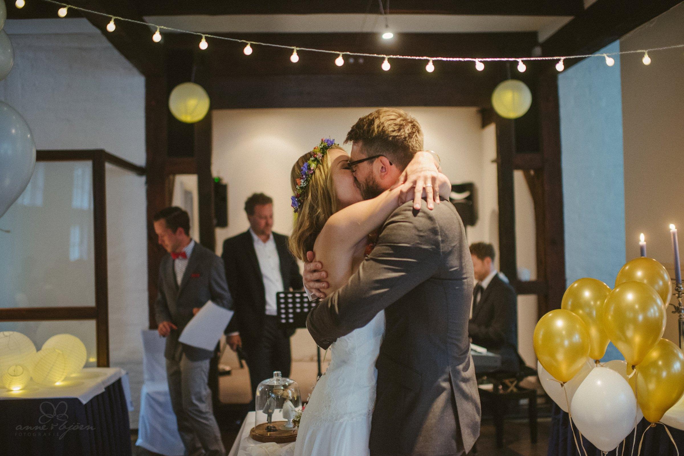 Kuss, Hochzeitskuss, Luftballons, Trauung, JA