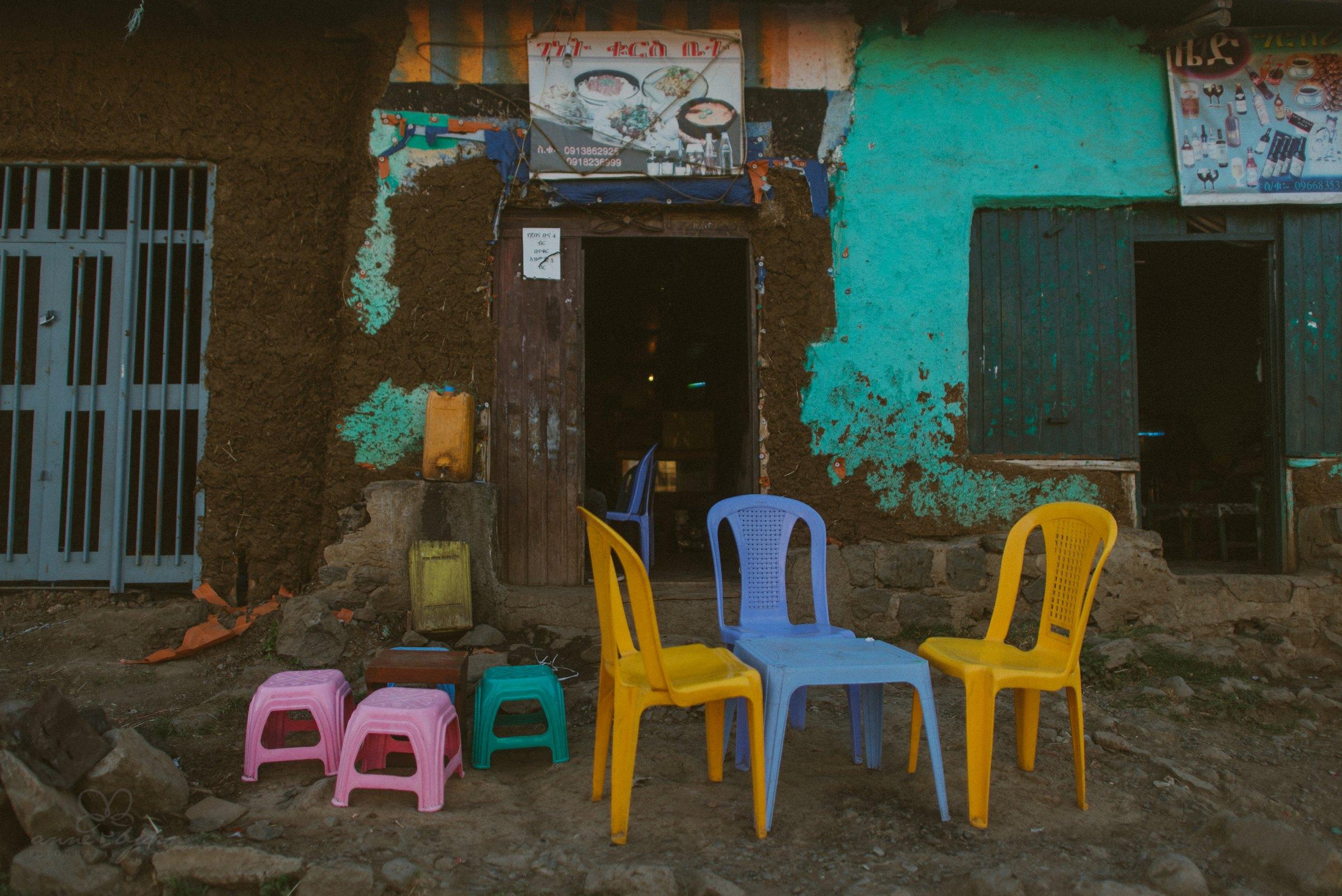 Restaurant, Straßenrestaurant, Äthiopien, äthiopische Küche, Plastikstühle