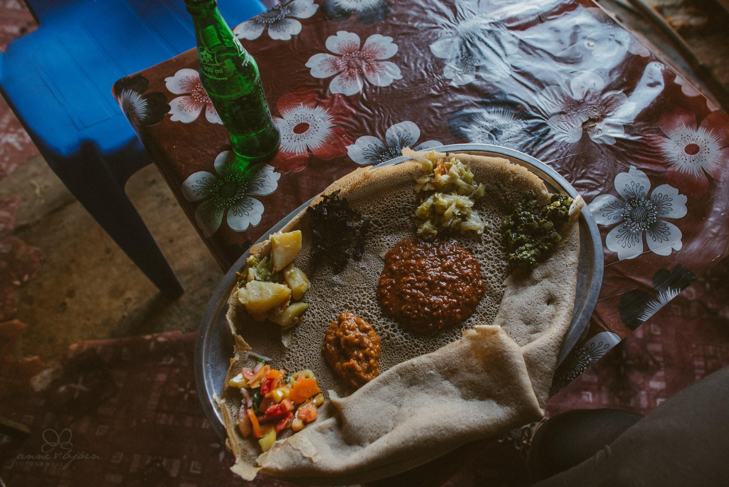 Mittagessen, Äthiopien, typisch, Injera, Sauerteig, gesund, essen