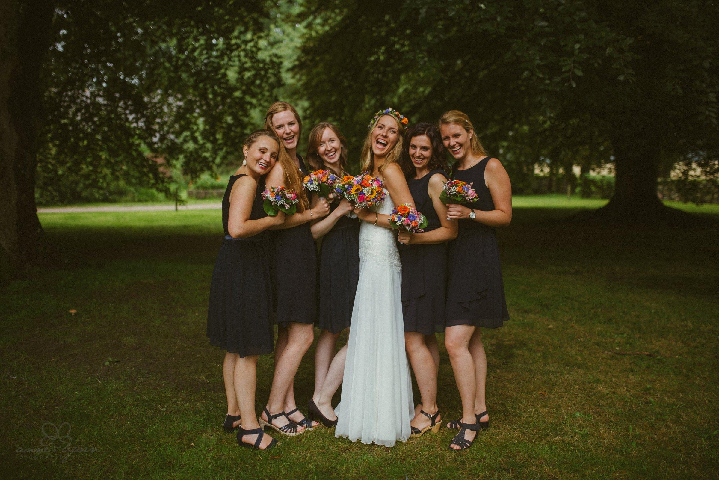 Brautjungfernkleider, dunkelblau, Brautkleid, Blumen, Freundinnen, Bridesmaids, girls, friends