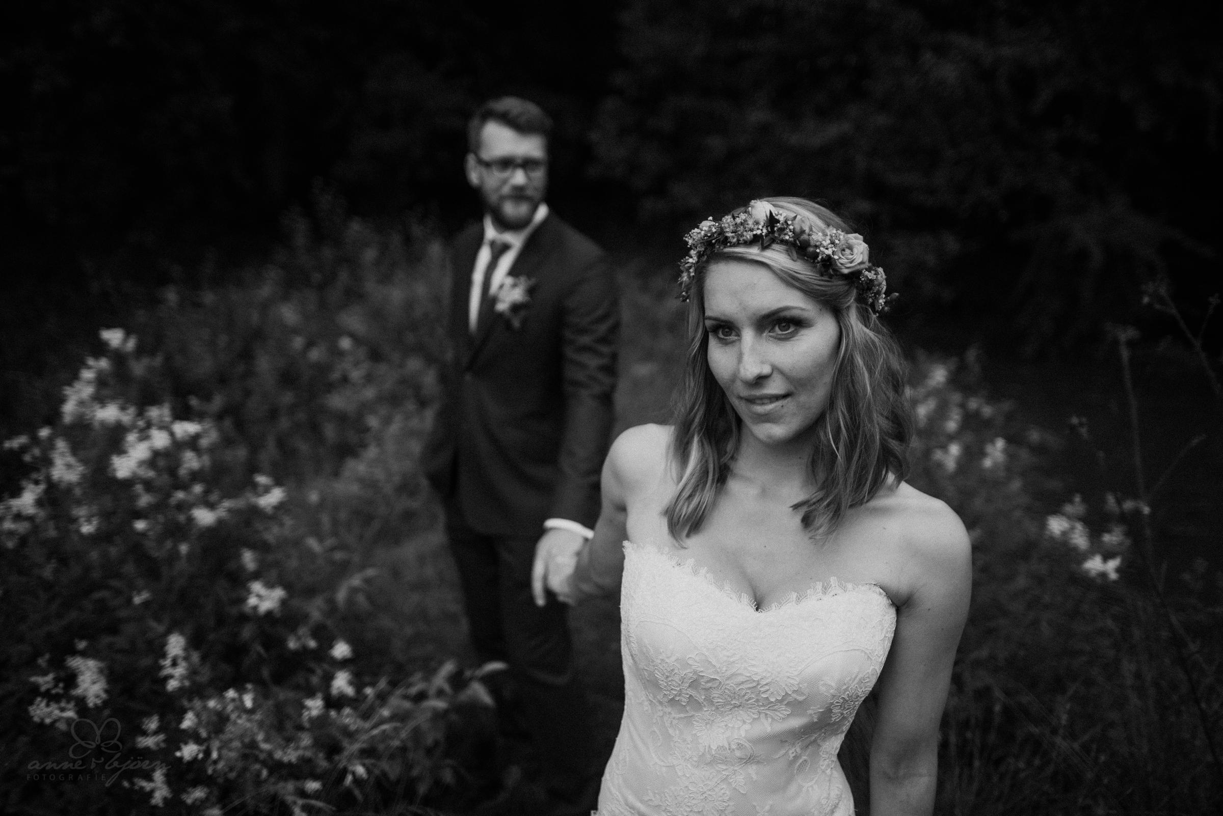 Hochzeitsfotografie, Paarbild, Portraitfotograf, Blumenkranz