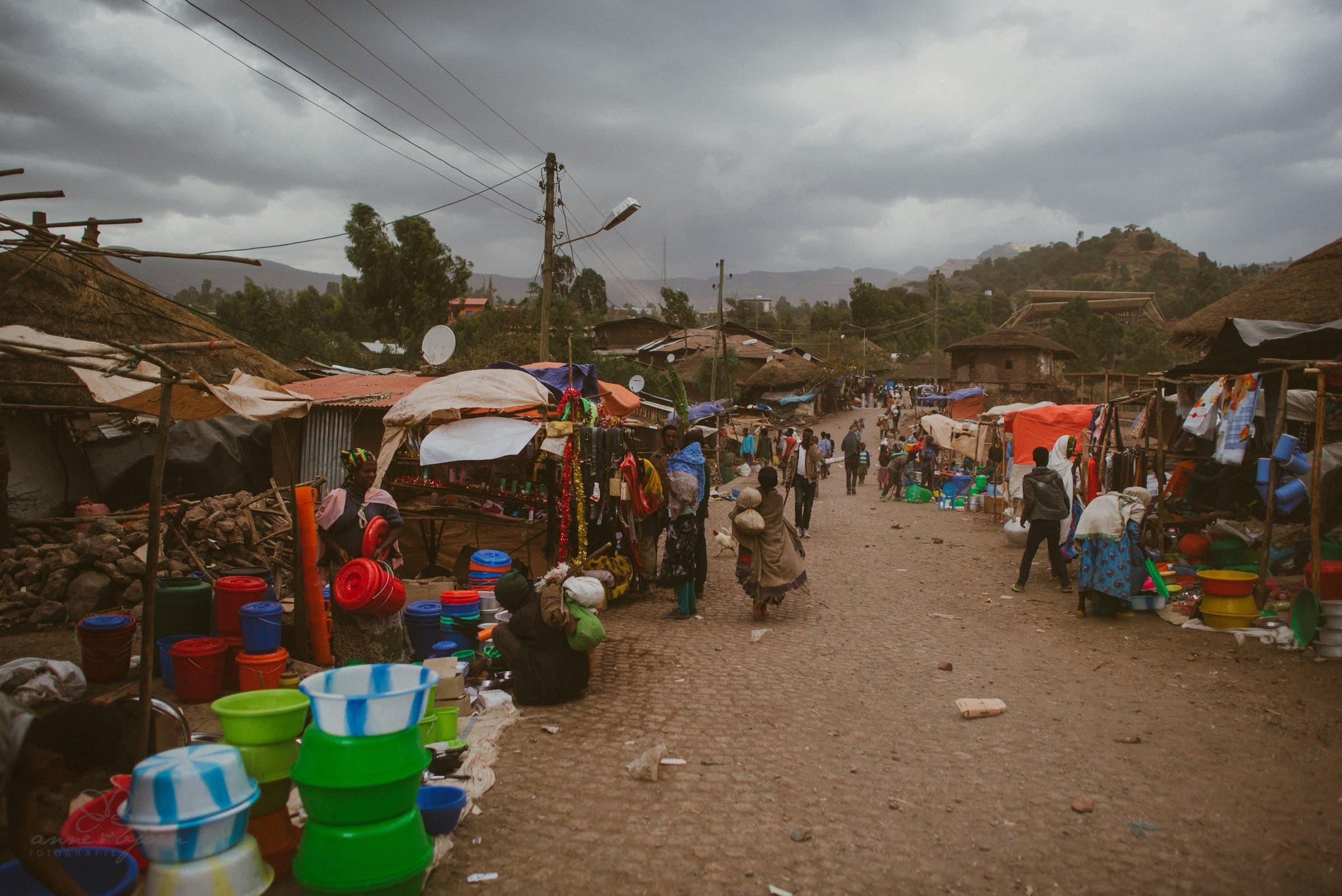 Straße in Lalibela zum Markt, Travel, Africa
