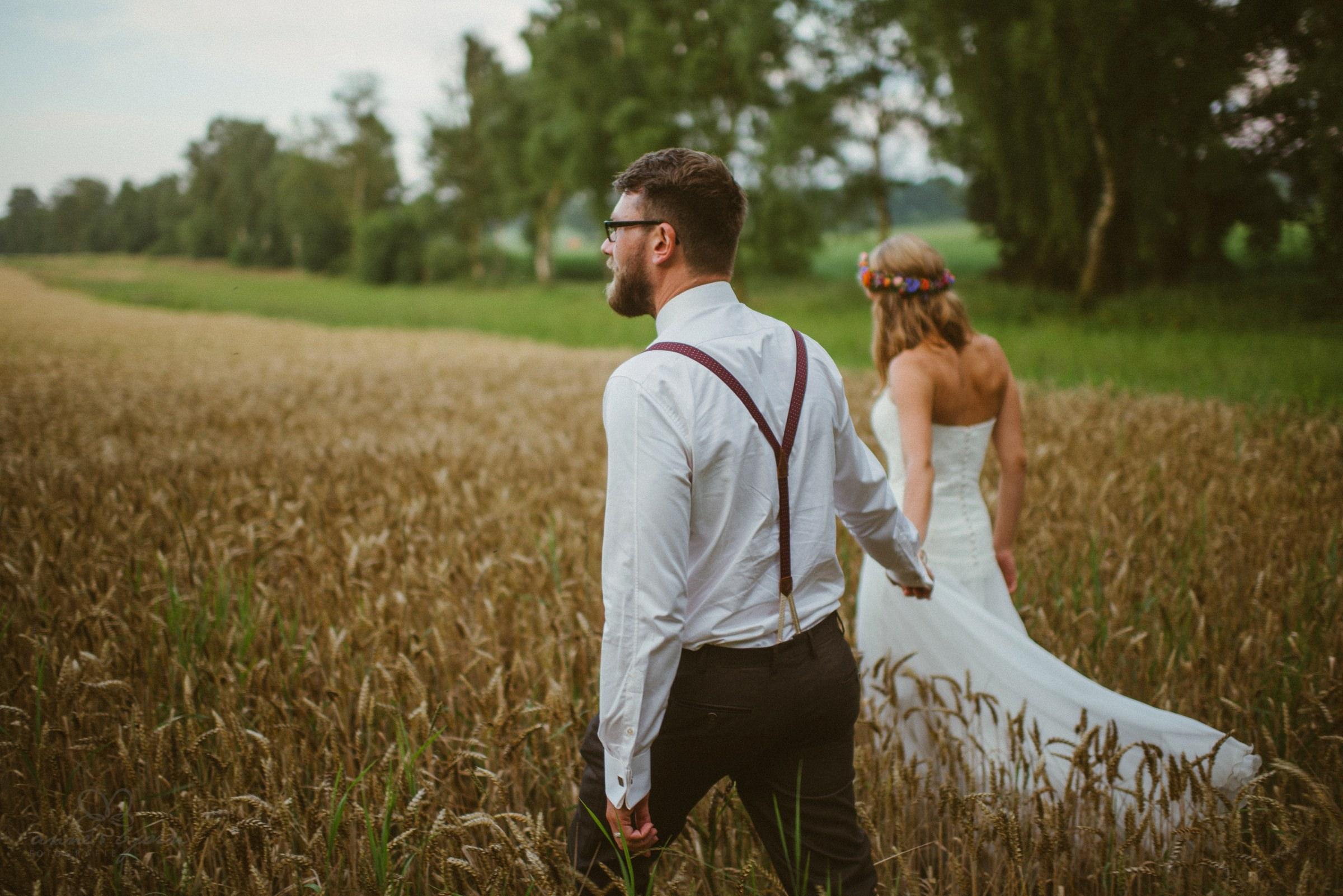 Spaziergang, Hochzeitsbild, Hosenträger, Bräutigam